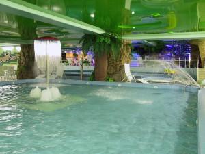 Натяжные потолки в Москве: подбираем вариант для бассейнов