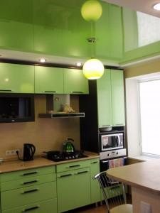 Обустраиваем современную кухню. Где найти лучшие натяжные потолки в Москве?
